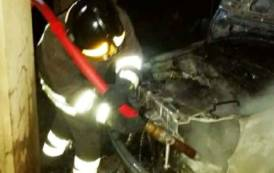 VILLACIDRO, In fiamme quattro auto parcheggiate in due strade