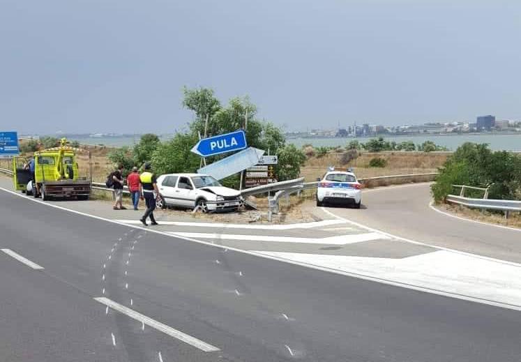 CAGLIARI, Perde il controllo dell'auto e finisce contro il guardrail nella Statale 195
