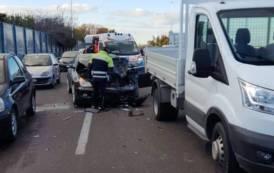 CAGLIARI, Violento tamponamento nell'asse mediano: nessun ferito e traffico rallentato
