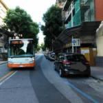 CAGLIARI, Attraversano in via Pessina lontano dalle strisce pedonali: mamma e figlia investite dal bus Ctm