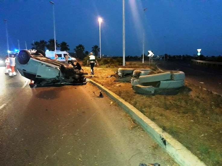 CAGLIARI, Incidente stradale al Poetto. Autista 21enne positivo all'alcoltest: ritirata patente