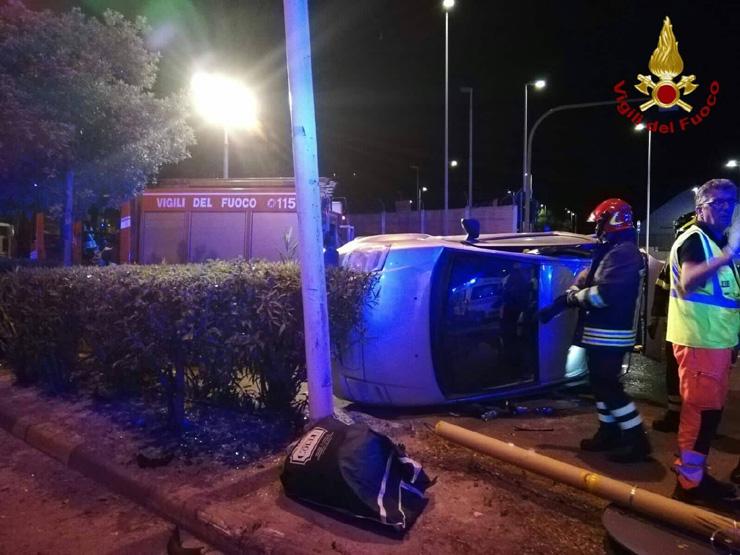 CAGLIARI, Incidente stradale in viale Poetto: due feriti al Pronto soccorso ed una patente ritirata