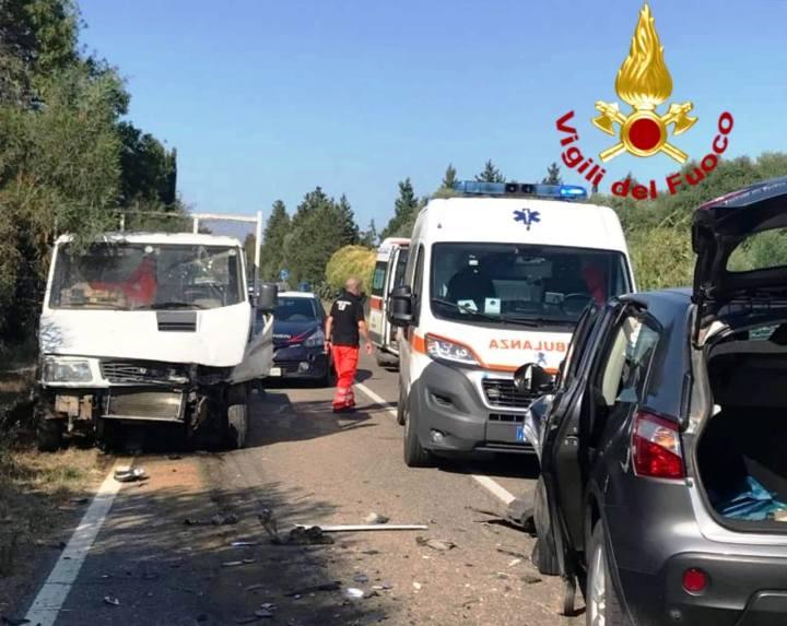 SAN SPERATE, Incidente stradale con quattro veicoli nellaStatale 130