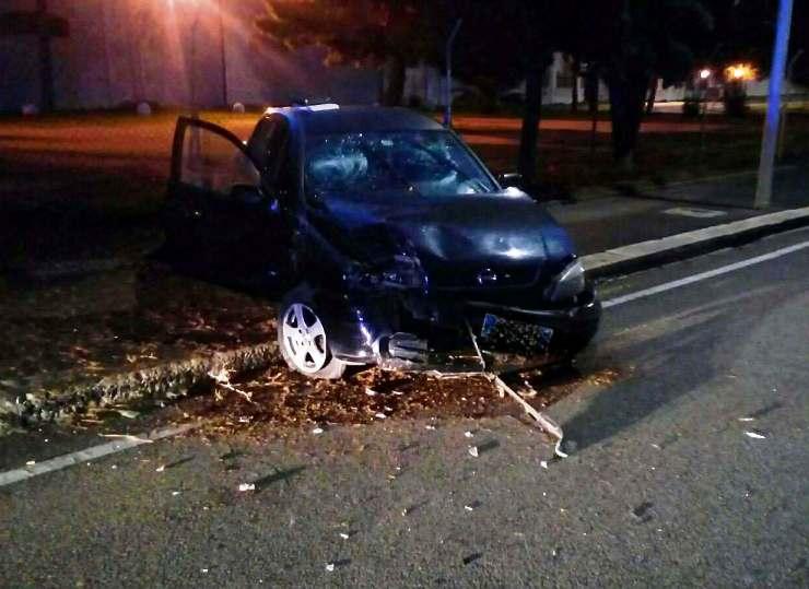 CAGLIARI, Perde il controllo dell'auto in viale San Bartolomeo: 24enne di Quartu al Pronto soccorso
