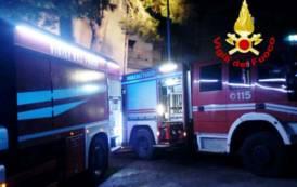 VILLACIDRO, Incendio in una palazzina: salvati dai Vigili del fuoco un padre col bambino