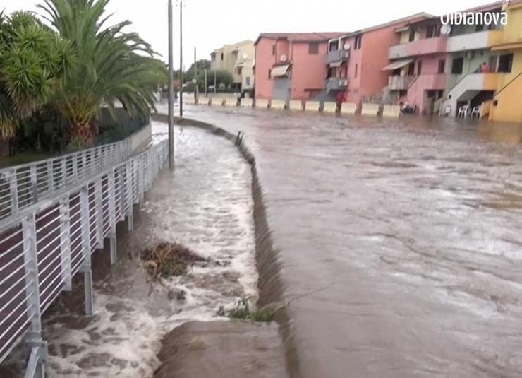 MALTEMPO, Il rio Seligheddu ad Olbia rompe gli argini: si ripresenta la paura dell'alluvione (VIDEO)