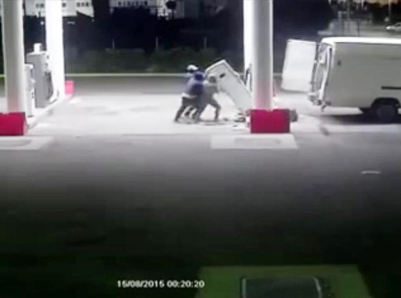 OLBIA, Furto al distributore dell'ex consigliere regionale Bardanzellu e lui posta filmato su facebook per individuare i ladri  (VIDEO)