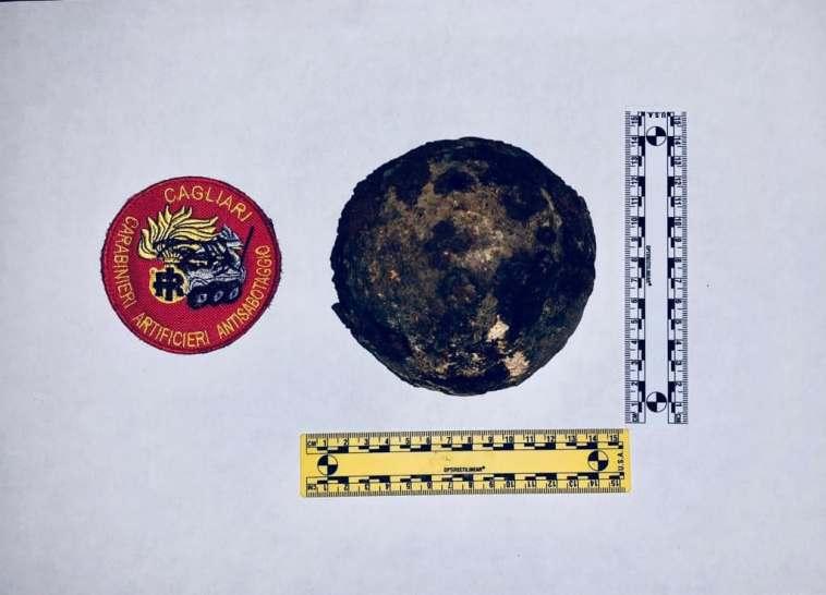 CAGLIARI, Durante ristrutturazione trovata in via San Mauro palla di cannone dell'epoca risorgimentale