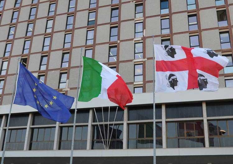 palazzo-vialetrento_bandiere