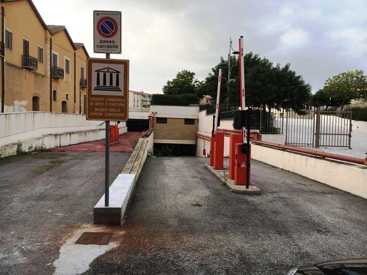 CAGLIARI, Ancora chiuso, dopo 7 anni, il parcheggio in piazza Nazzari: è costato 6 milioni di euro (IMMAGINI)