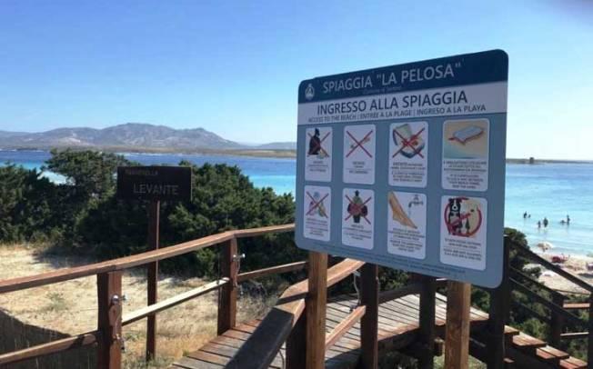 STINTINO, Lavapiedi, aree fumatori, chioschetto informativo ed isola ecologica mobile nella spiaggia dellaPelosa