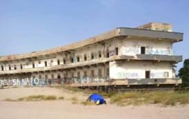 CAGLIARI, Si accampa con la tenda al Poetto: 200 euro di multa per un 'campeggiatore' marocchino