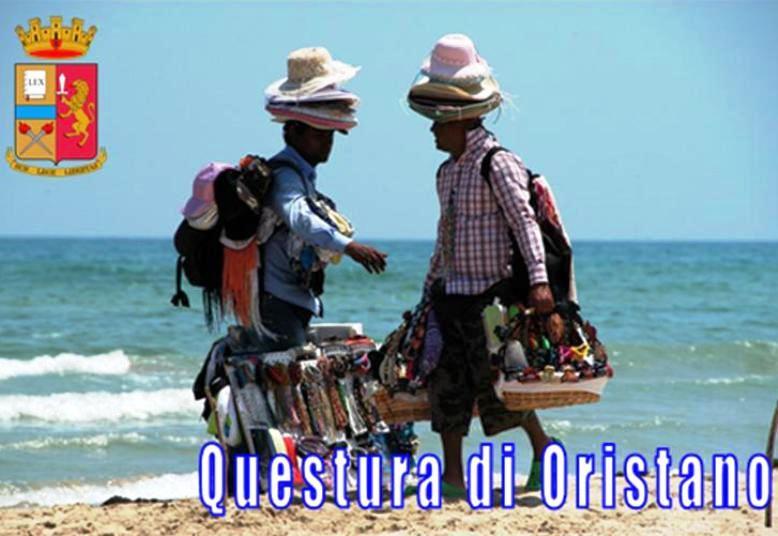 ORISTANO, Ad agosto intensificati i controlli nelle spiagge contro l'abusivismo commerciale