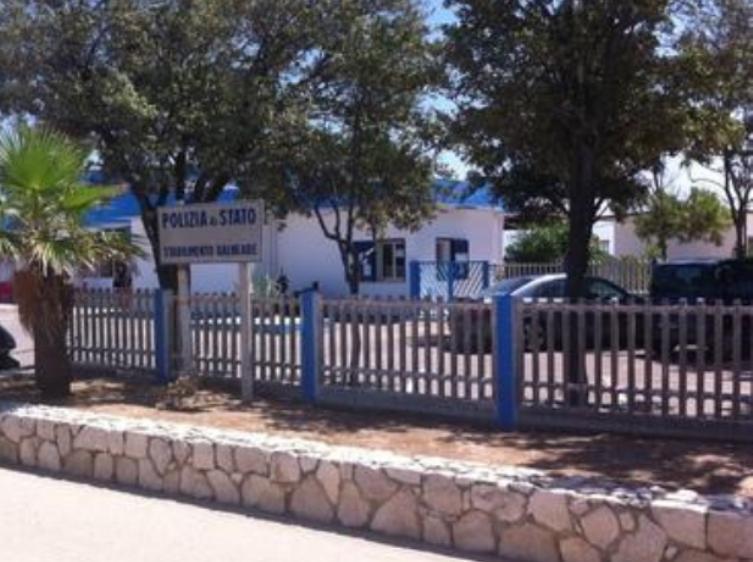 CAGLIARI, Tentano di forzare un'auto al Poetto: arrestati due marocchini ed un sardo
