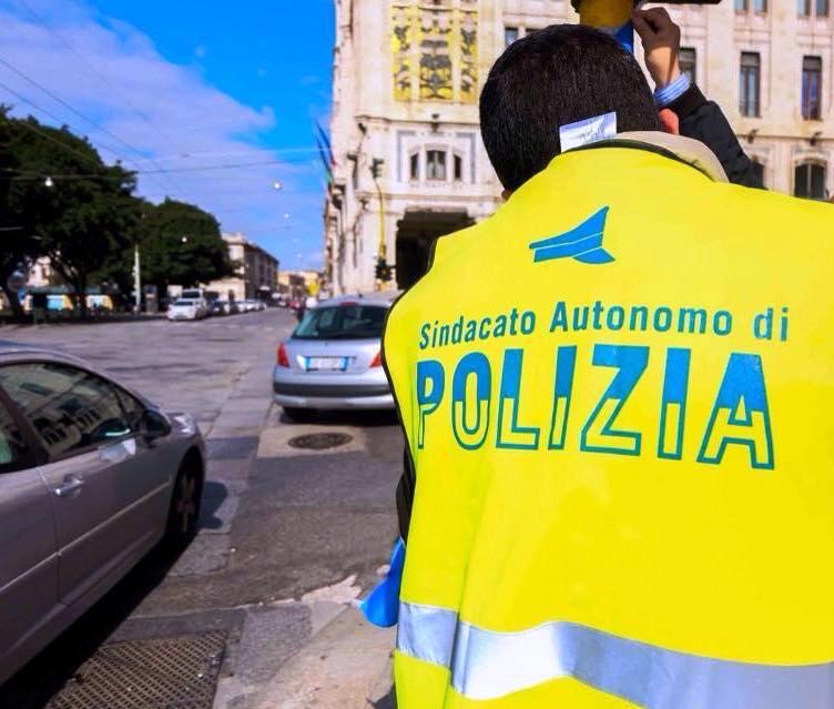 I poliziotti in piazza a Cagliari per il T-Day contro il 'reato di tortura' (Luca Agati – Sap Cagliari)