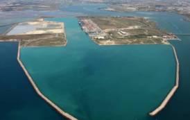 I sogni infranti della città di Cagliari e del suo porto industriale (Nicola Silenti)
