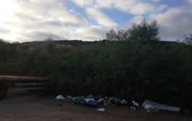 SASSARI, Deposito di rifiuti a cielo aperto nella zona industriale di Predda Niedda