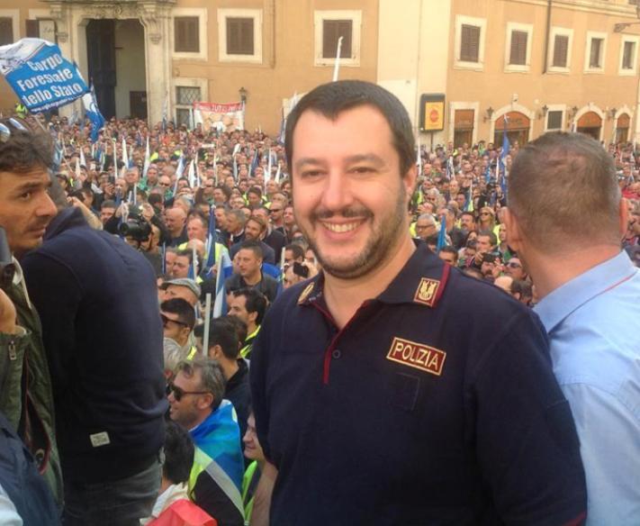 In 10.000 in piazza per la sicurezza, ma l'attenzione è sulla polo di Salvini (Luca Agati – Sap Cagliari)