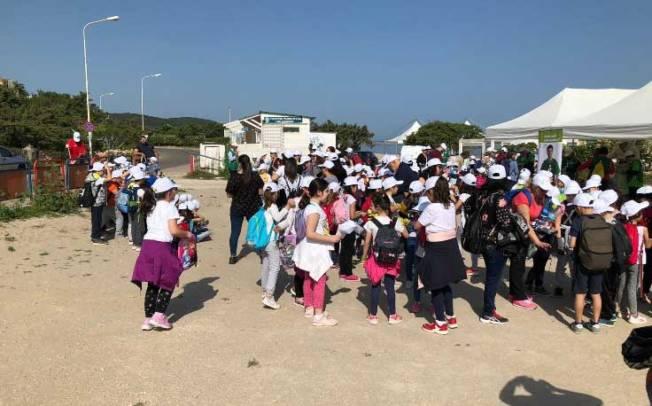 SASSARI, In 500 per ripulire la spiaggia di Platamona: giornata di sensibilizzazione ambientale