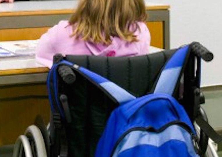 SASSARI, Cooperativa accompagna a scuola studenti disabili in ambulanza. La protesta delle Associazioni