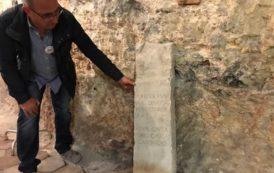 CAGLIARI, Antica stele funeraria ritrovata nei sotterranei dell'ospedale San Giovanni di Dio