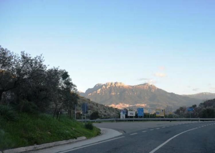 strada_oliena_orgosolo