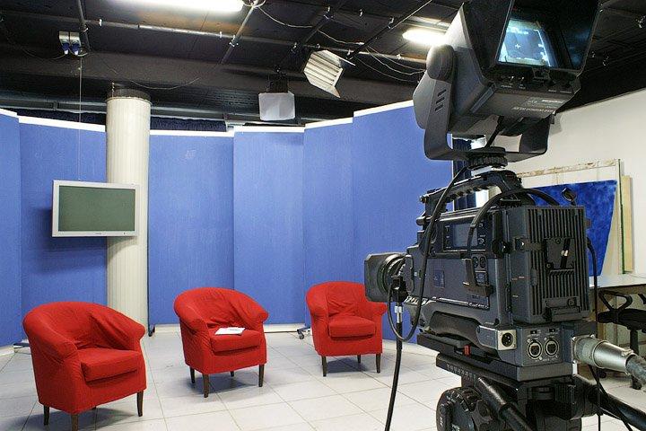EDITORIA, Dalla Regione alle tv locali 2,4 milioni per diffusione lingua e identità. Meno soldi a chi ha licenziato