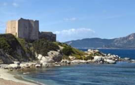VILLASIMIUS, Organizzavano abusivamente gite ed escursioni in barca a Capo Carbonara