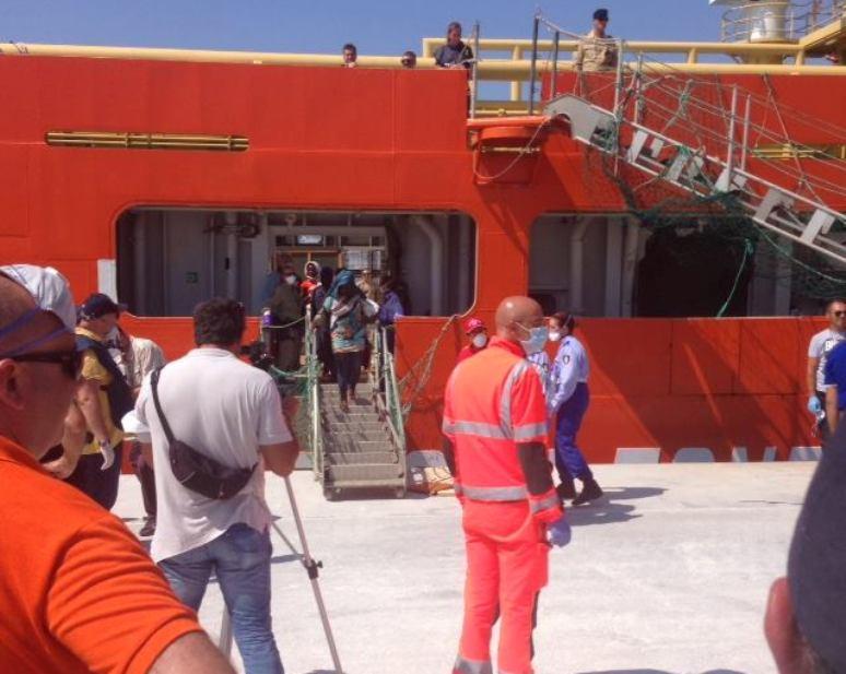 Continuano ad arrivare migranti in un abile gioco di sponda tra amministrazioni 'sinistre' (Biancamaria Balata)