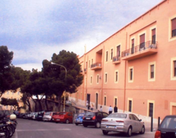 Vandalismo davanti al Polo giuridico universitario di Cagliari (Associazione Nostri Obiettivi Insieme)