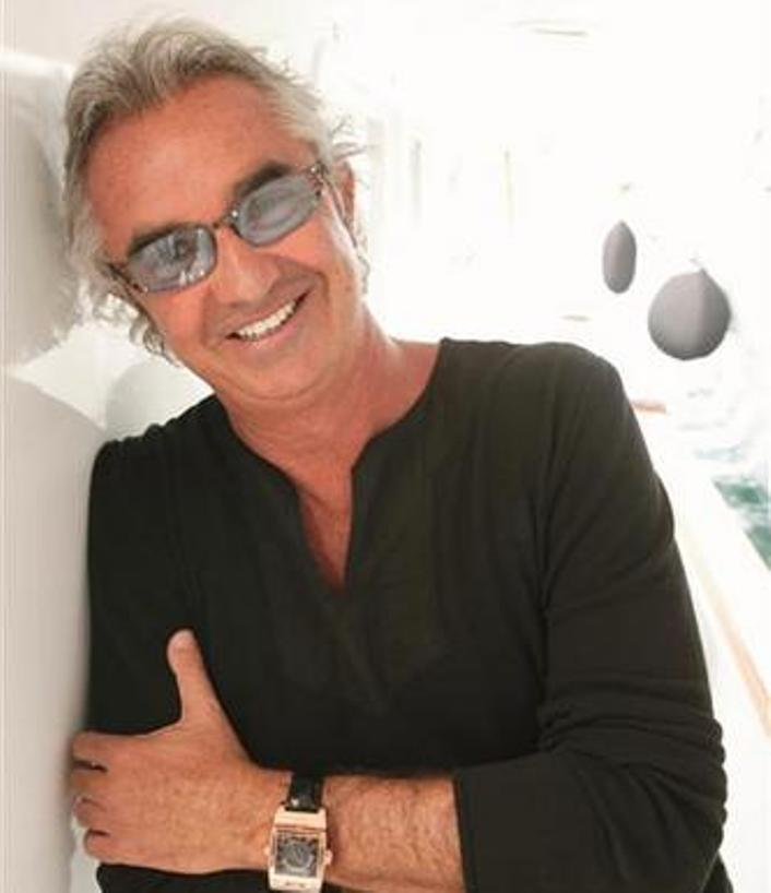 "TURISMO, Flavio Briatore annuncia il ""Billion Air"" per la Sardegna: tre voli quotidiani 'first class' da Milano e Roma per Olbia"