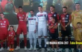 CALCIO, Svelate le nuove divise del Cagliari 2017-18