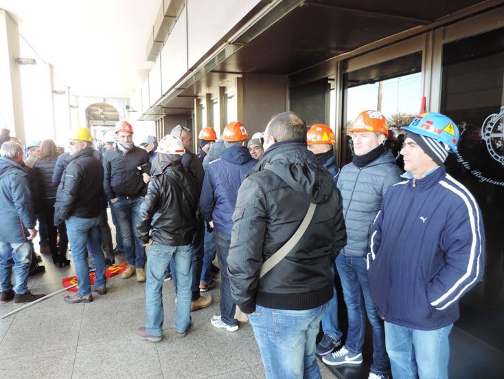 ALCOA, Manifestazione degli ex operai in Consiglio regionale
