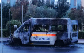 DOCTOR HOUSE, Sanità: ambulanza bruciata a Cagliari simbolo della gestione Pigliaru-Arru