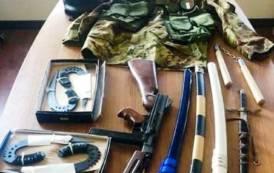CAGLIARI, Girava per le strade di Sant'Elia con armi da taglio nell'auto: denunciato pregiudicato di Assemini