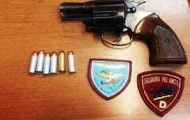CAGLIARI, Trovati con una pistola carica, guanti e berretti: arrestati due pregiudicati di Arzana e Galtelli