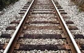 CAGLIARI, Si sdraia sui binari della Stazione: 40enne di Oristano salvato dai carabinieri