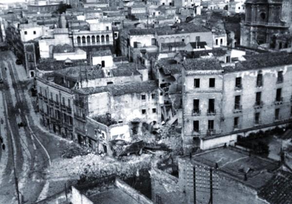 Cagliari, maggio 1943. Corso Vittorio Emanuele dopo le incursioni