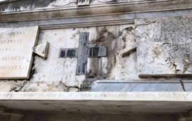 """CAGLIARI, Cimitero di Bonaria: """"Un'offesa alla città vedere il monumento del canonico Spano cadere a pezzi"""""""
