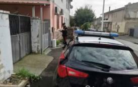 CARBONIA, Dopo aver dato fuoco all'auto, tenta di bruciare anche la casa della ex: arrestato pensionato 66enne