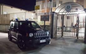 VILLACIDRO, Minaccia madre e sorella e distrugge i mobili di casa: arrestato 26enne