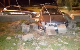 CAGLIARI, Ruba auto, cerca di sfuggire ai carabinieri e si schianta su un muretto: arrestato pregiudicato 28enne