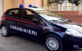 CAGLIARI, Minaccia ed aggredisce padre e fratello: arrestato 44enne