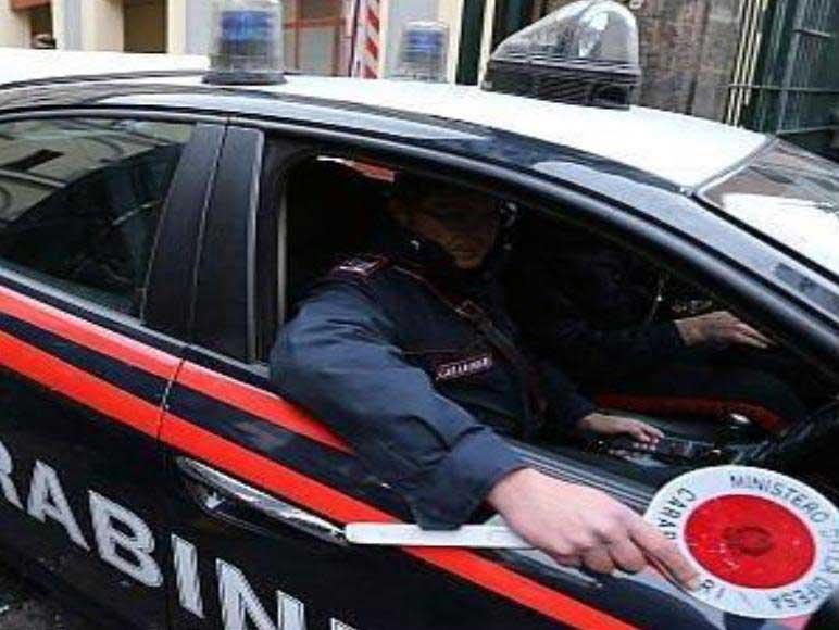 carabinieri_auto_paletta