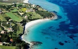 CARLOFORTE, Un tubo nel mare di Girin e rifiuti abbandonati ai Guidi: denuncia degli ambientalisti
