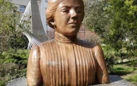 NUORO, Pulita e riqualificata la statua in ricordo di Grazia Deledda
