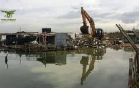 CAGLIARI, Demolito manufatto abusivo nella laguna di Santa Gilla e bloccato abuso edilizio a Molentargius