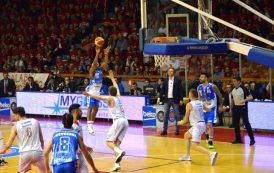 PALLACANESTRO, Dinamo illude i tifosi per tre tempi, poi si arrende al quarto: 82-75 per Reggio Emilia