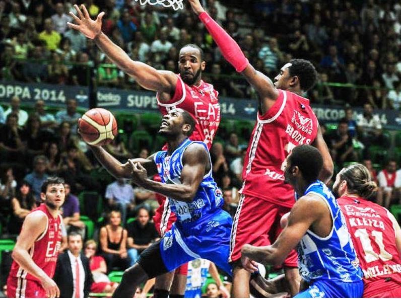 PALLACANESTRO, La Dinamo fa sognare la Sardegna. 84-76 contro Milano e si passa a gara quattro per conquistare la finale