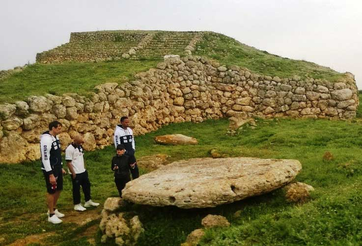 SASSARI, Giocatori della Dinamo all'altare prenuragico di Monte d'Accoddi per girare video sulla Sardegna